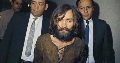 Πέθανε ο περιβόητος serial killer Τσαρλς Μάνσον