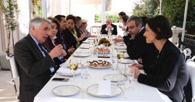 Φωτεινή Σκοπούλη: Χορηγία το τραπέζι στο Μαξίμου
