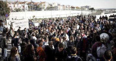 Μαθητές διαδήλωσαν για την κλιματική αλλαγή στο κέντρο της Αθήνας