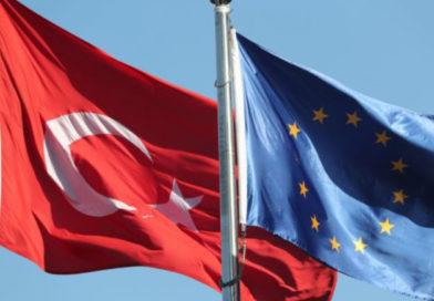 Η ΕΕ απειλεί να «παγώσει» την ενταξιακή πορεία της Τουρκίας
