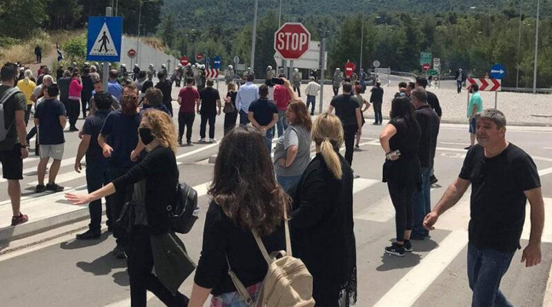 Μαλακάσα: Χημικά σε κατοίκους που διαμαρτύρονται για τις δομές των μεταναστών