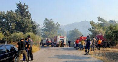Ρόδος: Εκκενώνεται το χωριό Μαριτσά