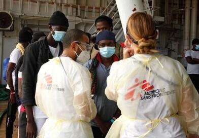 367 άνθρωποι που είχαν διασωθεί από τους Γιατρούς Χωρίς Σύνορα αποβιβάστηκαν εντέλει στη Σικελία